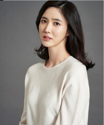 이수경, 스노우볼엔터와 전속계약…송윤아·신동욱과 한솥밥